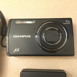 オリンパス(OLYMPUS)のデジカメ μ−7000 別売品ケース付(コンパクトデジタルカメラ)