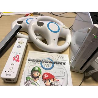 ウィー(Wii)のwii本体&マリオカートソフト&マリカー用コントローラ2台フルセット★動作確認済(家庭用ゲーム本体)