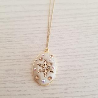 グルーデコ 雪の結晶のスワロフスキーネックレス(ネックレス)