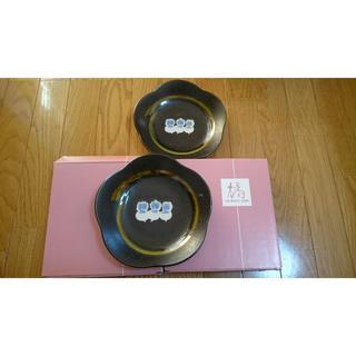 タチキチ(たち吉)の橘たち吉花の形の中皿2枚桜形黒ブラック(食器)