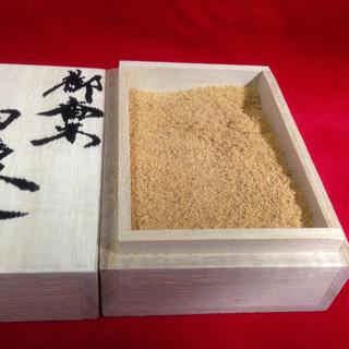 高級白檀粉 パウダー 匂い袋 お香 仏像製作より 桐箱入り *オマケ上級沈香(お香/香炉)