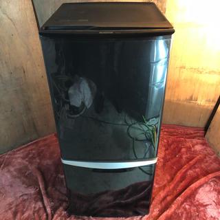 近郊送料無料♪ 人気のブラックカラー 135L 冷蔵庫 ガラス棚(冷蔵庫)