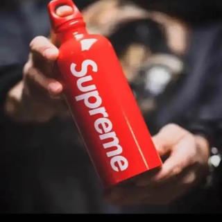 Supreme SIGG Travelle Water Bottleタイムセール