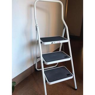 アイリスオーヤマ(アイリスオーヤマ)の折りたたみ   ステップチェア3段    新品  脚立  踏み台(折り畳みイス)