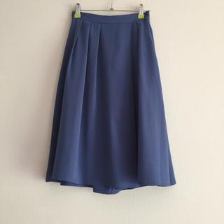 ジーユー(GU)の青のサーキュラースカート(ひざ丈スカート)