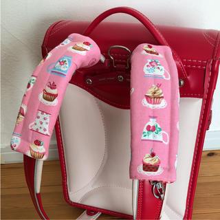ハンドメイド ランドセル肩カバー  カップケーキ柄 ピンク(外出用品)