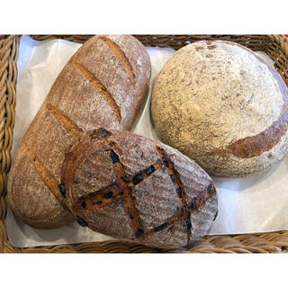 ■■本場ドイツのレシピで作成‼️全粒粉パン🍞&ライ麦パン3個セット■■(パン)