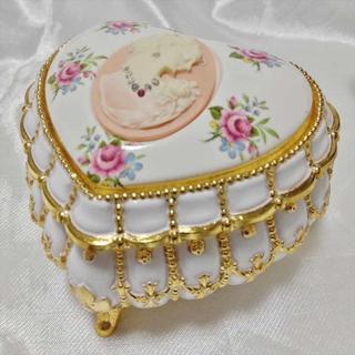 サンキョー(SANKYO)のアンチモニー スワロフスキー カメオ風 宝石箱 オルゴール ホワイト/ピンク(オルゴール)