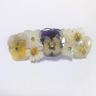 記念せーる!ビオラとお花のバレッタ8cm(ヘアアクセサリー)