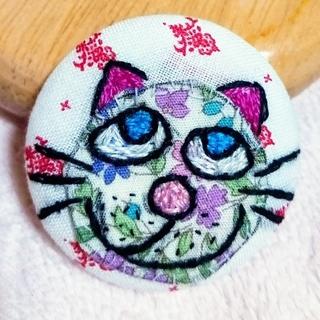 猫ちゃんのブローチ(1個)(その他)