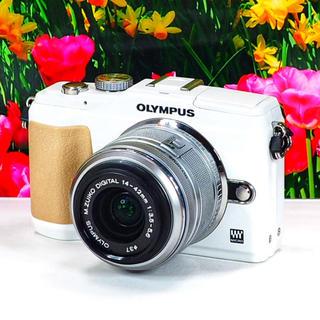 オリンパス(OLYMPUS)の❤️お洒落ホワイト✨❤️WiFiスマホ連携✨❤️オリンパス E-PL2♪(ミラーレス一眼)