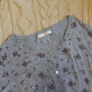 ショコラフィネローブ(chocol raffine robe)のサーマル サーマル風カーディガン 花柄カーディガン 薄手 グレー 古着 (カットソー(長袖/七分))