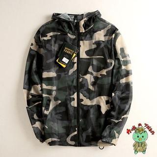 ダークグリーン迷彩のミリタリーアウター・トレーニングウェア・CAMO・通気性抜群(戦闘服)
