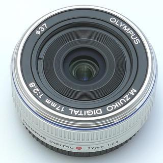 オリンパス(OLYMPUS)のオリンパス17mmf2.8シルバー(レンズ(単焦点))