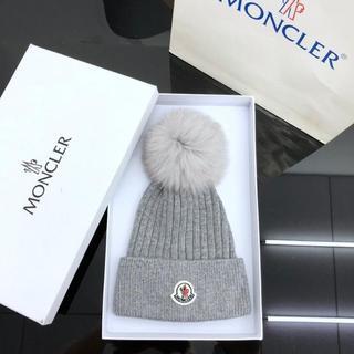モンクレール(MONCLER)の美品MONCLER ニット帽 レディース グレー(ニット帽/ビーニー)