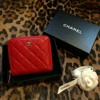 シャネル(CHANEL)の☆美品ミニバッグにも シャネル コンパクト 財布 赤 レア(財布)