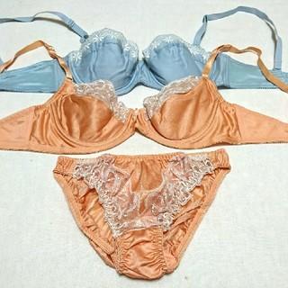 【特価❗】B70のブラセット 水色とオレンジ色(ブラ&ショーツセット)