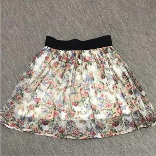 スリーフォータイム(ThreeFourTime)の花柄スカート(ミニスカート)