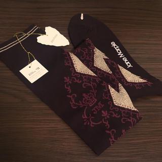 ジェーンマープル(JaneMarple)のジェーンマープル 新品タグ付き ダイヤ柄 オーバーニー 靴下 ボルドー ゴールド(ソックス)