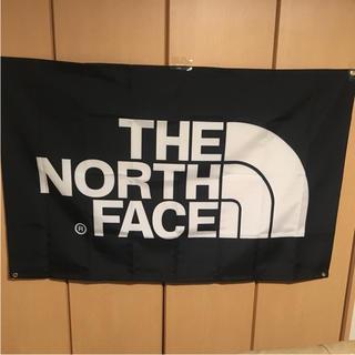 ザノースフェイス(THE NORTH FACE)のTHE NORTH FACE タペストリー 90×150 ブラック白文字(絵画/タペストリー)