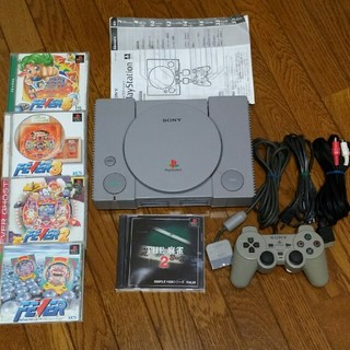 プレイステーション(PlayStation)の初代プレイステーションにソフト5枚をまとめて(家庭用ゲーム本体)