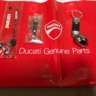 ドゥカティ(Ducati)のDUCATIキーホルダー3点セット(キーホルダー)