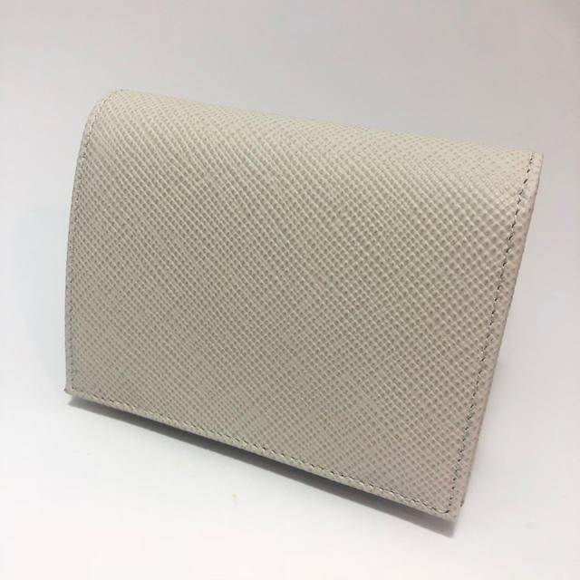 purchase cheap 7f3ee a7a25 ホワイトデーセール!PRADA(プラダ)2つ折り財布★サフィアーノ素材★ホワイト
