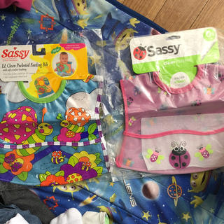 サッシー(Sassy)のsassy お食事エプロン2点セット(お食事エプロン)
