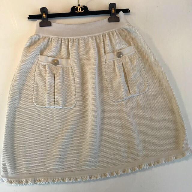CHANEL(シャネル)の❤️シャネル❤️ゴールドCCマークロゴ釦付き💕セットアップ生成りご確認用画像 レディースのスカート(ひざ丈スカート)の商品写真