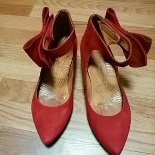 チエミハラ(CHIE MIHARA)の美品CHIE MIHARA チエ ミハラ スウェードパンプス23赤、リボン付36(ハイヒール/パンプス)