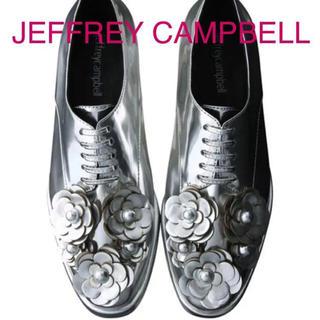 ジェフリーキャンベル(JEFFREY CAMPBELL)のジェフリーキャンベル フラワー シルバー トラッドシューズ(ローファー/革靴)
