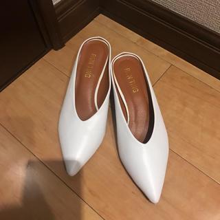 ミュール パンプス 23.5 白 ローヒール 靴(ミュール)