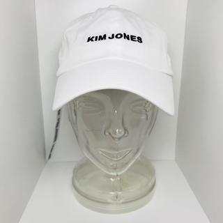 キムジョーンズ(KIM JONES)のgu  キムジョーンズ コラボ キャップ 白(キャップ)