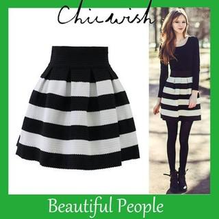 シックウィッシュ(Chicwish)の新品chicwishボーダースカート(ひざ丈スカート)