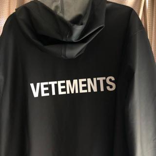バレンシアガ(Balenciaga)のVETEMENTS レインコート(レインコート)