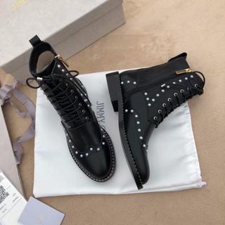 ジミーチュウ(JIMMY CHOO)のJimmy Choo ブーツ 靴 シューズ パール飾り(ブーツ)