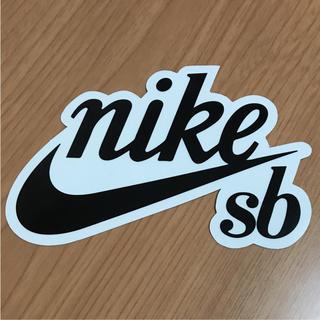 ナイキ(NIKE)の【縦8.7 cm横13.5 cm】NIKE SBステッカー(ステッカー)