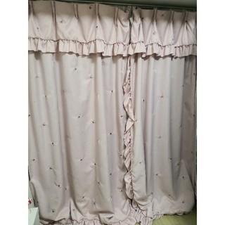 ピンク バラ刺繍 遮光カーテン(カーテン)