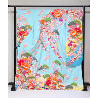 新品 特別価格!☆人気のライトブルー!古典花文様 仕立て上がり 正絹振袖☆605(振袖)