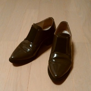 ガリャルダガランテ(GALLARDA GALANTE)のサブリナマルトーネエナメルローファー セピア色 36(ローファー/革靴)