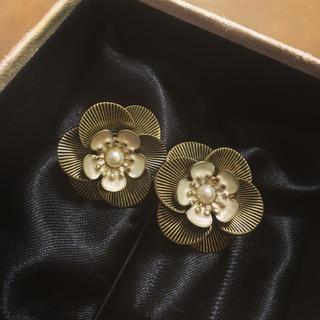アクセサライズ(Accessorize)のAccessorize♡完売品♡flower pierce(ピアス)