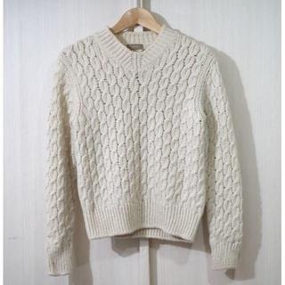 クルチアーニ(Cruciani)のクルチアーニ ローゲージ ケーブルVネックセーター 44(ニット/セーター)