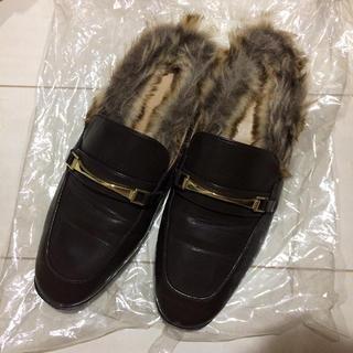 ジーユー(GU)のGUフェイクファーローファースリッパ(ローファー/革靴)
