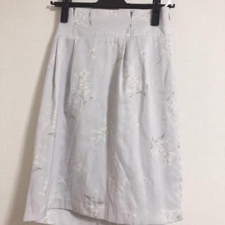 ノエラ(Noela)の花柄タイトスカート(ひざ丈スカート)