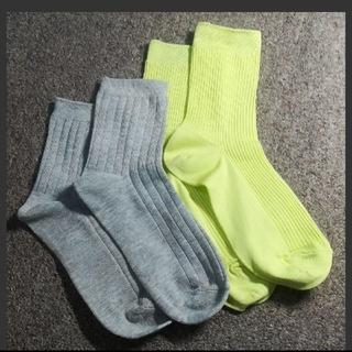 ジーユー(GU)のGU 靴下 イエローグリーン、グレー 2足セット(ソックス)