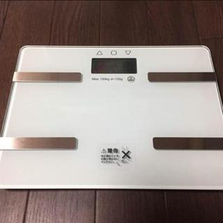 大人気♫キレイなホワイトカラー♫【新品】多機能コンパクト体重体組成計/体脂肪計(体脂肪計)