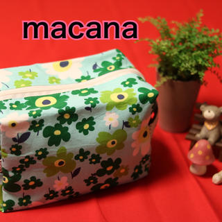 macana☆ハンドメイド☆布製オムツポーチ☆みどり花柄☆(ベビーおむつバッグ)