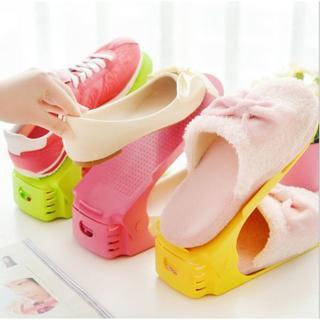 上下2段に並べられる靴のプラスチック製ラック3個セット(玄関収納)