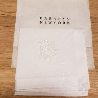 バーニーズニューヨーク(BARNEYS NEW YORK)のイニシャル刺繍ハンカチ(ハンカチ/ポケットチーフ)