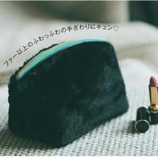 2018年12月号♡神崎 恵×BAILA♡持つ姿も美しい大人のふわっふわポーチ